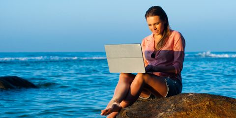 Why (And How) Digital Nomads Should Create Online Courses