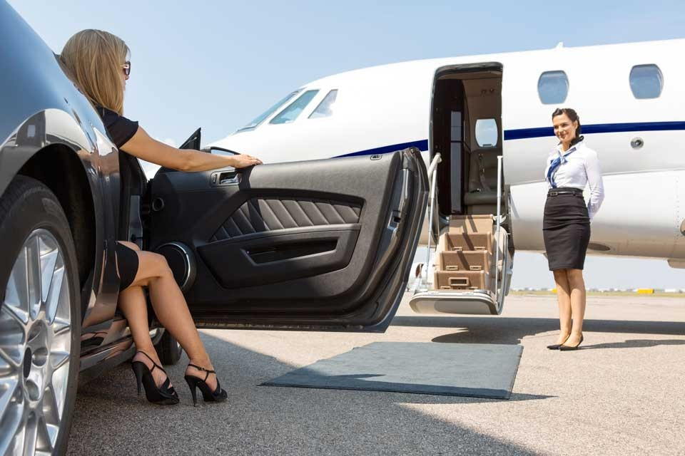 Why Choose Limo Service for Airport Transfer? in 2021